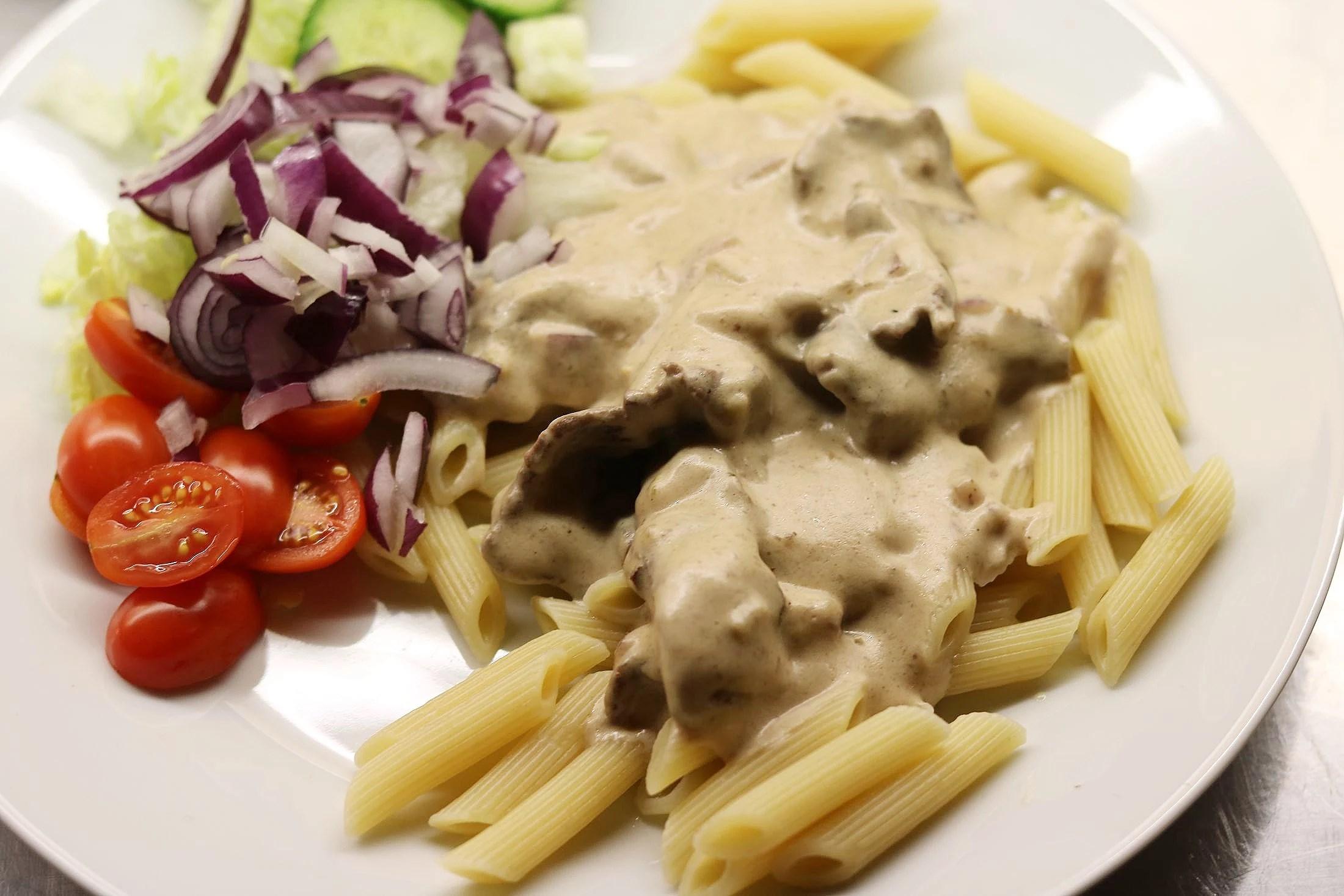 Pasta med lövbiffsås