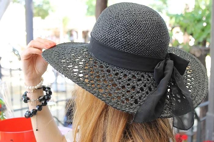 El sombrero de h&m protagonizó el look en la Feria del Caballo