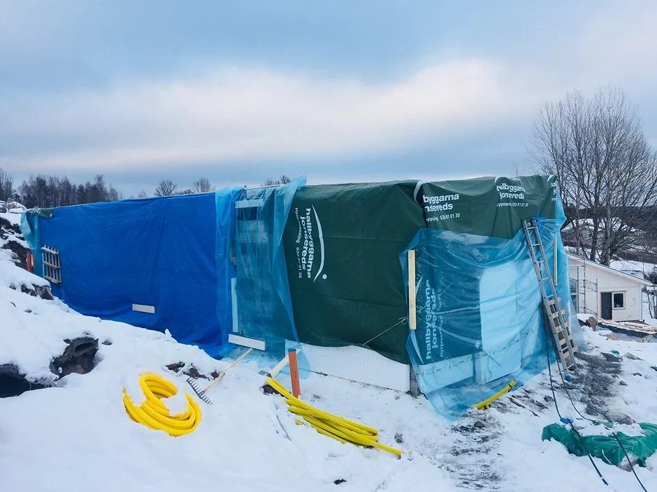 Inslaget paket och snöjogg