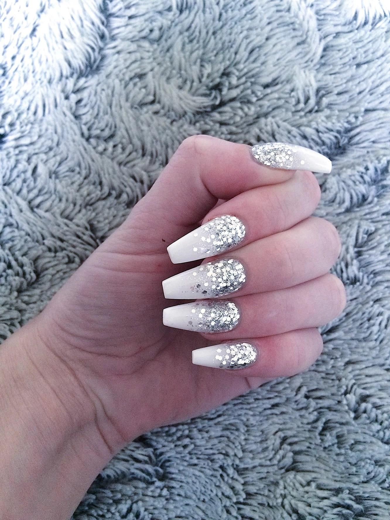 Långa och välvårdade naglar