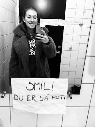 Pige, spejl, mobil, den danske scenekunstskole