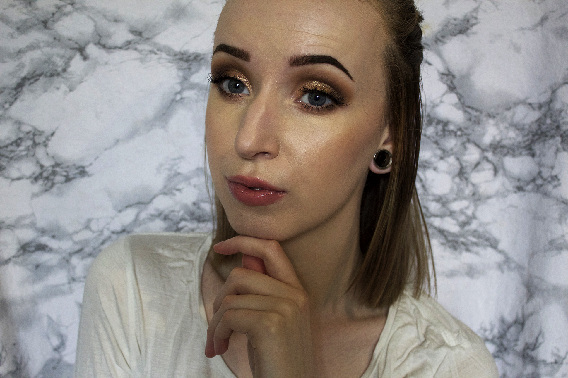 Makeup look: Gold