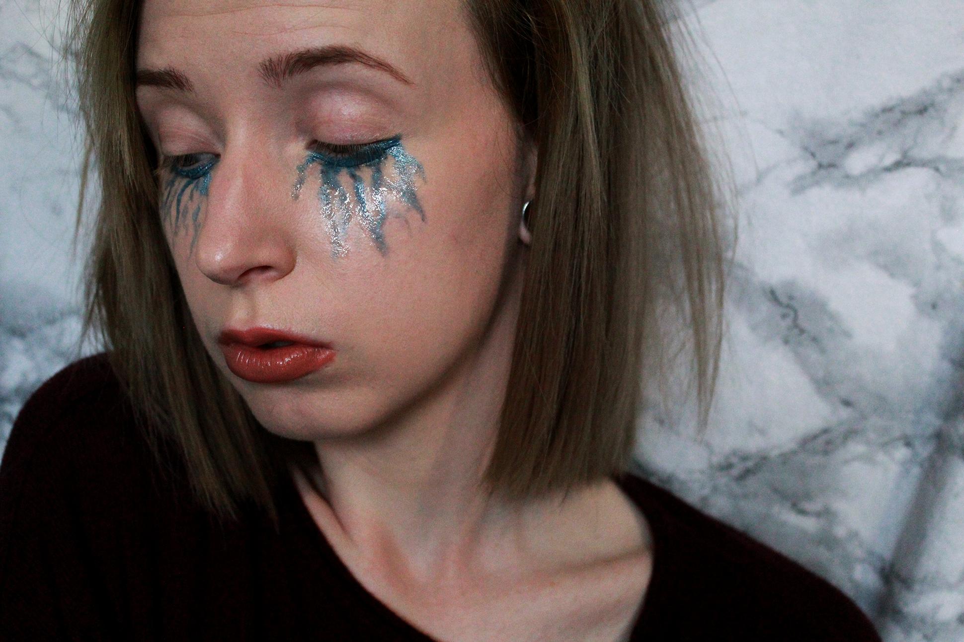 Makeup look: Blue tears
