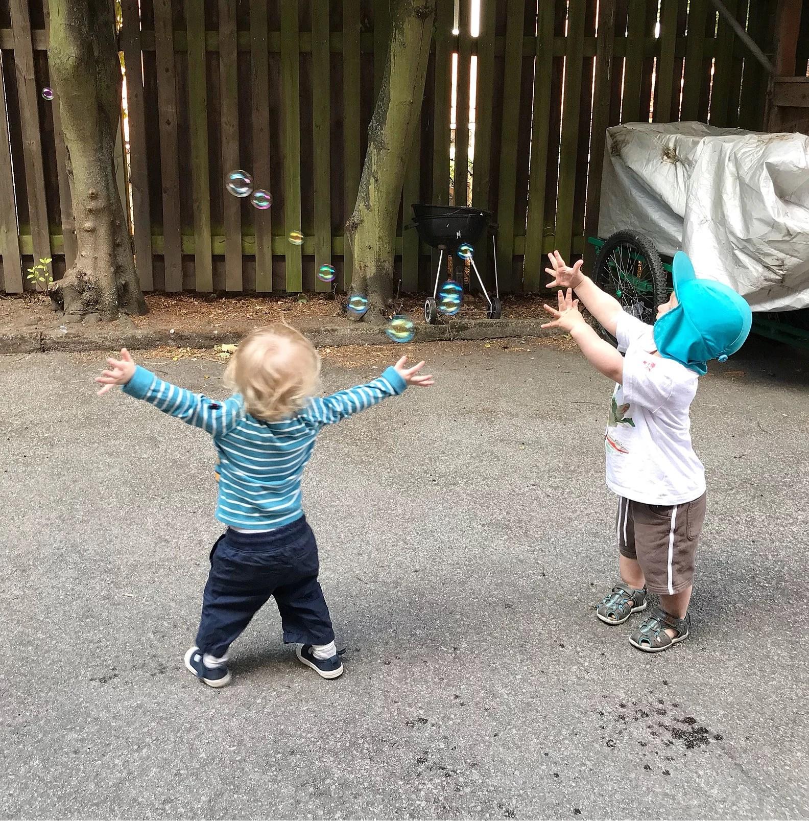 Leka med kompis & fira semestern!