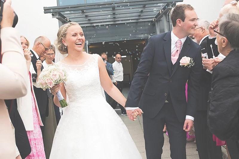 krist.in bryllup bilder kirketrapp