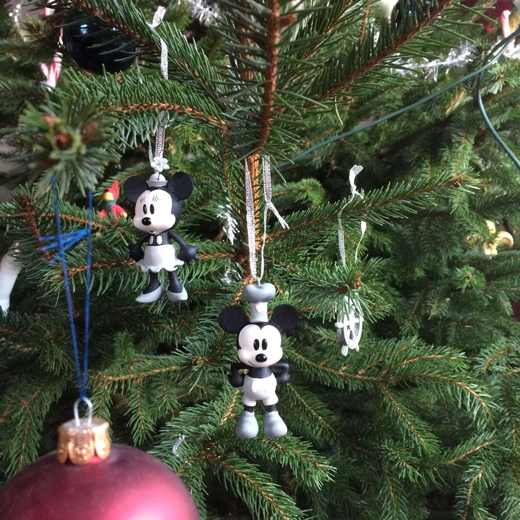 Vår julgran med Disneydetaljer
