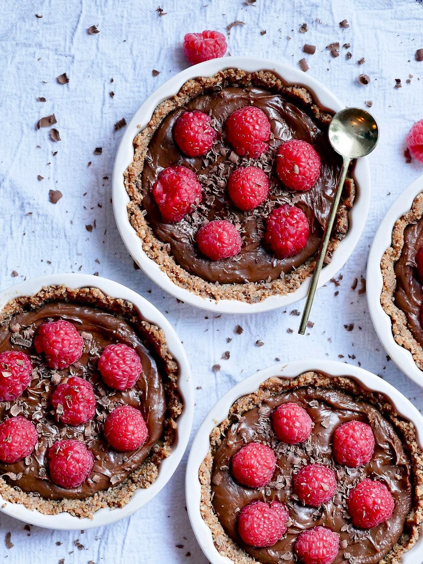 No bake paj med chokladfudge och hallon
