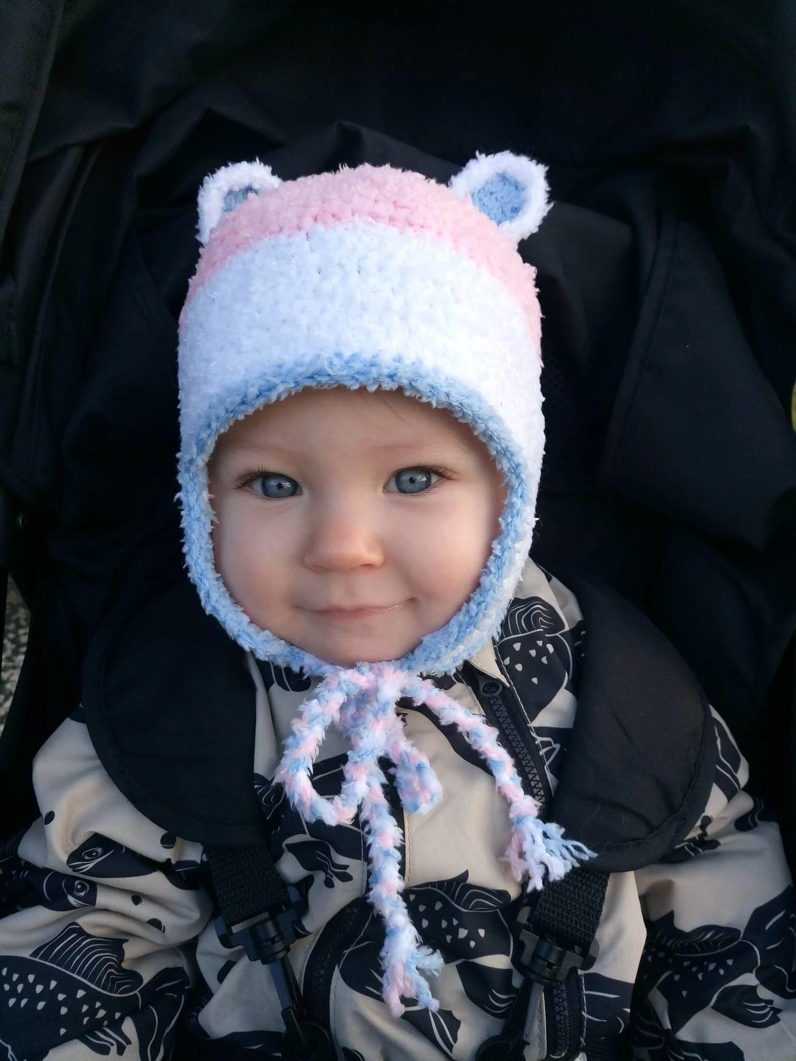 Bebismössa med öronlappar
