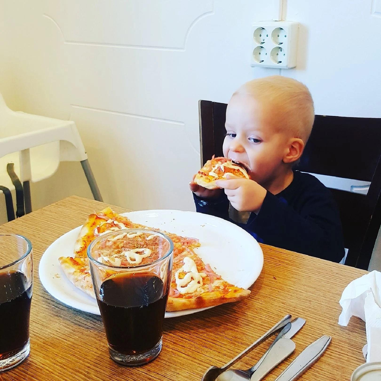 Ätit ute
