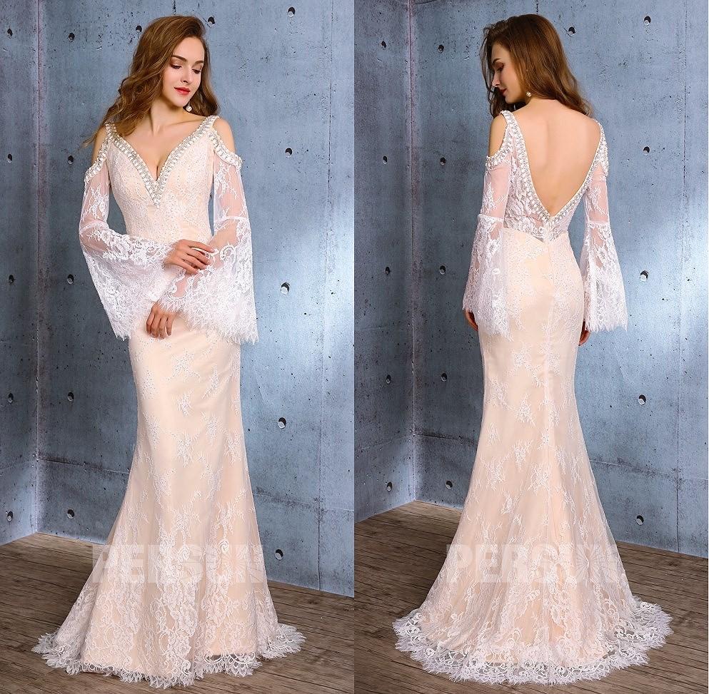 robe de mariée boho en dentelle col v manches évasées