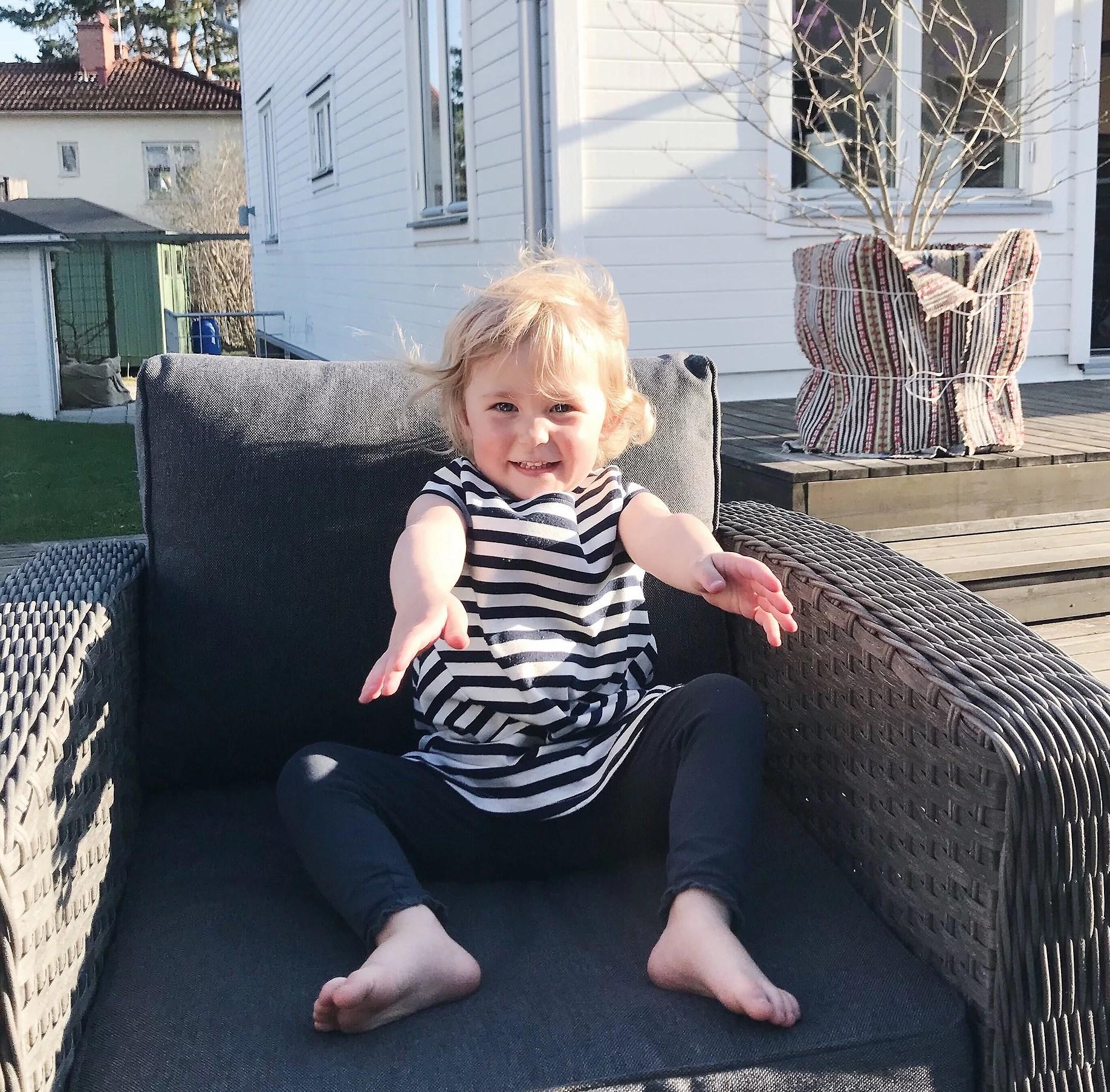 Alicia 2 år och 7 månader