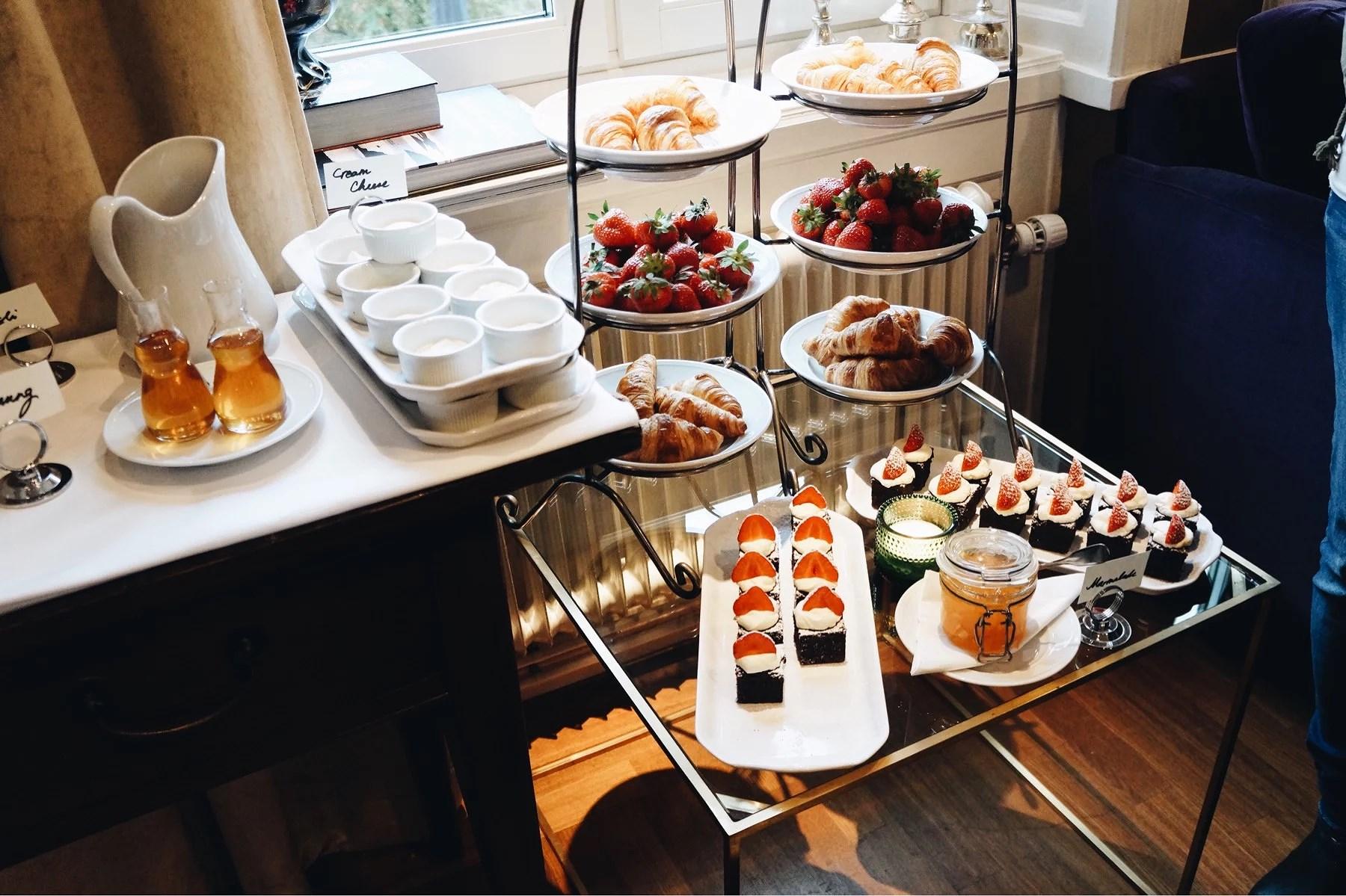 Breakfast at Lydmar