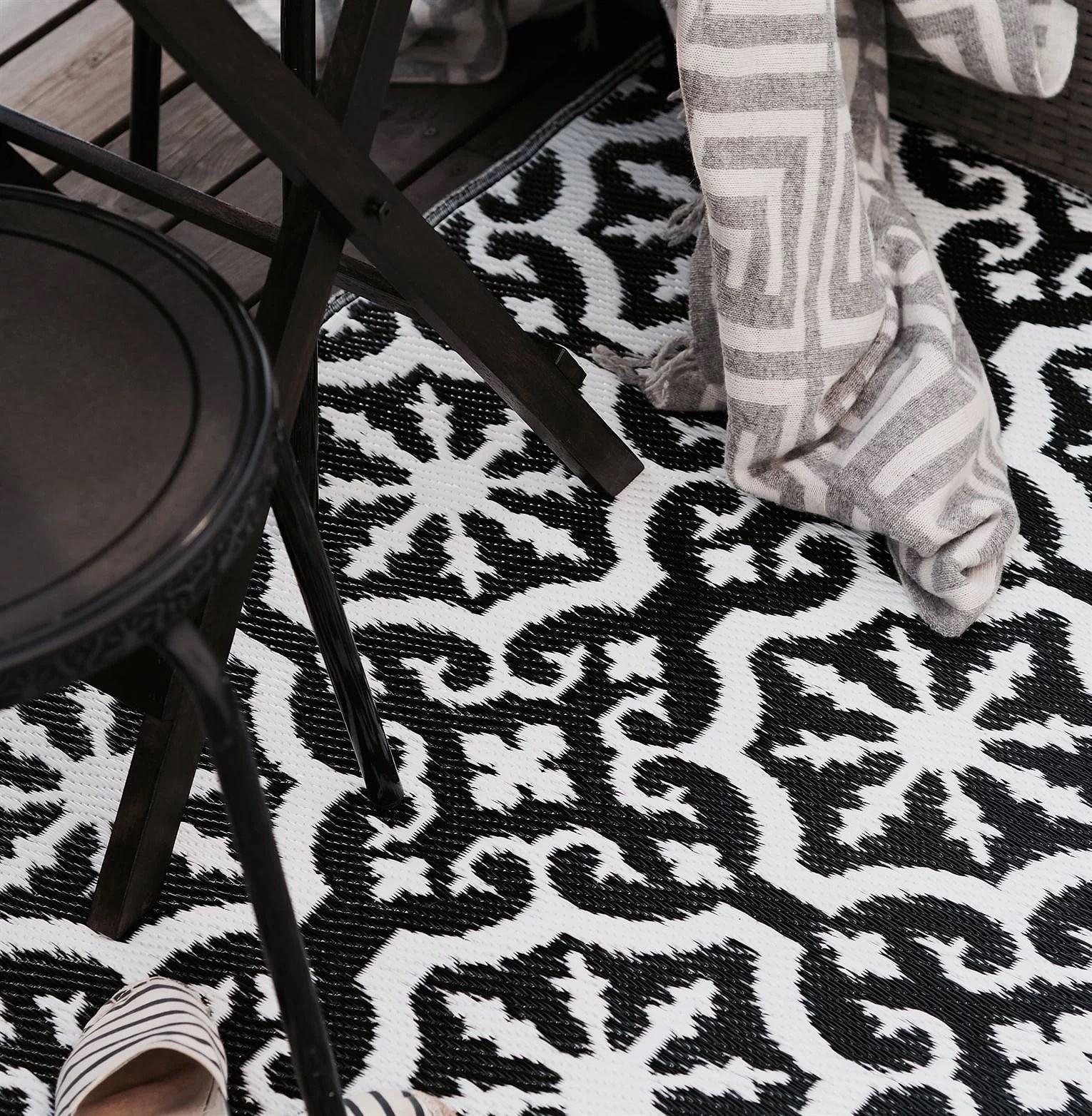 Svart vit matta balkong marockansk matta