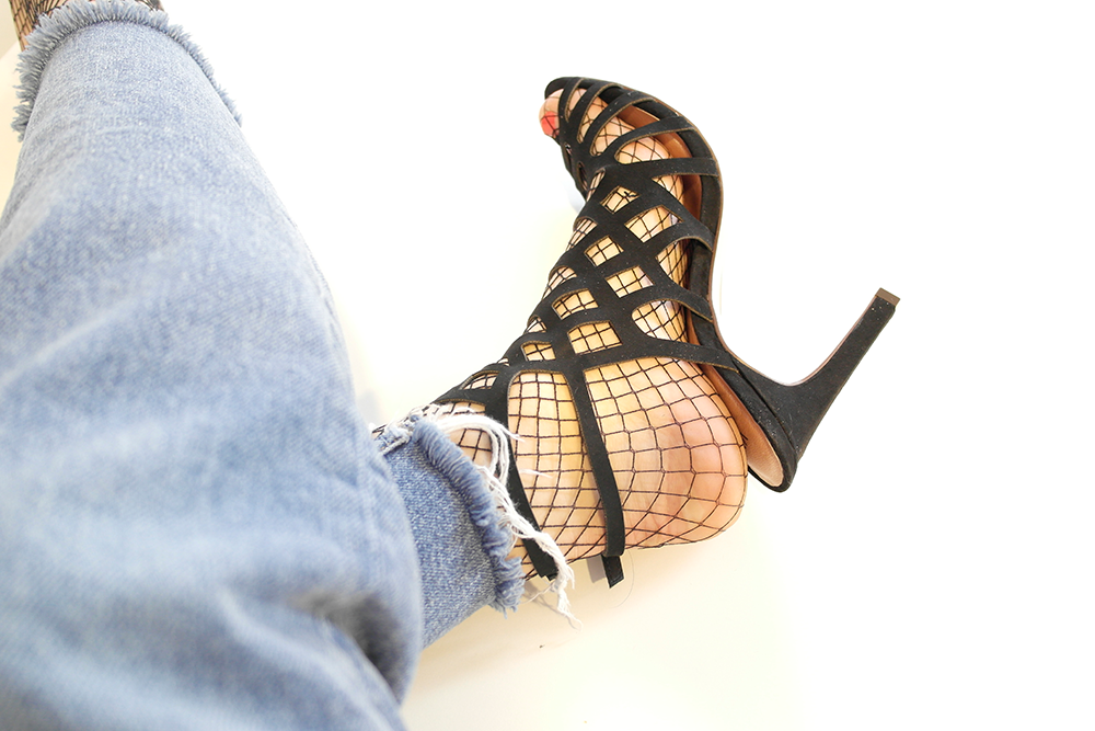 SHOES AND NET